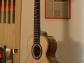 GRENOSI Concert Ukulele Jumbolele Fichte Walnuss Vahine Side right