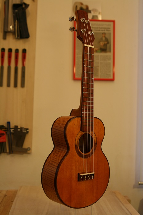 GRENOSI Sopran Ukulele Spruce Curly Maple - slant view